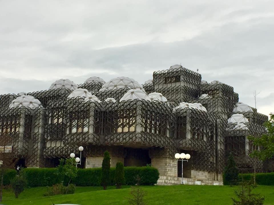 Kosovon kansalliskirjasto Pristinassa.