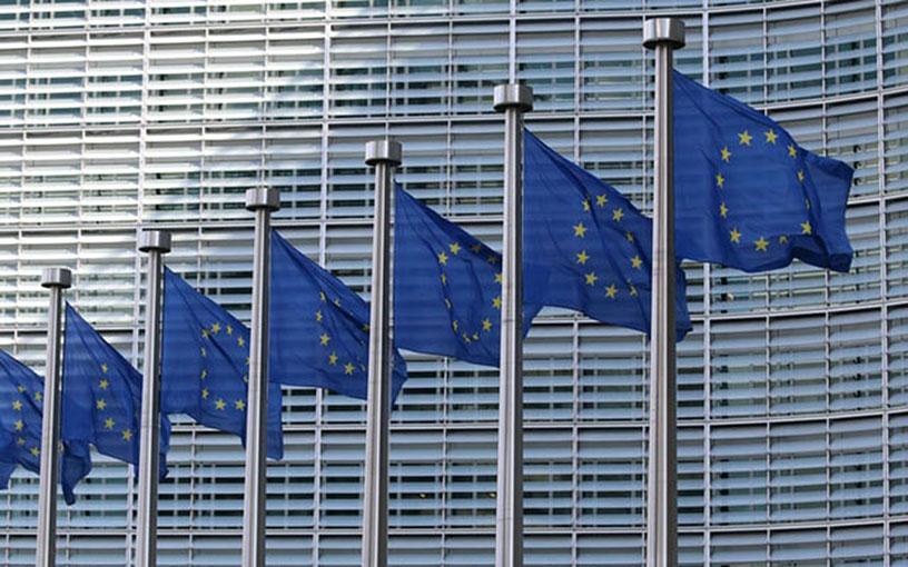 Eu:n lippuja salossa Berlaymont-rakennuksen edessä.