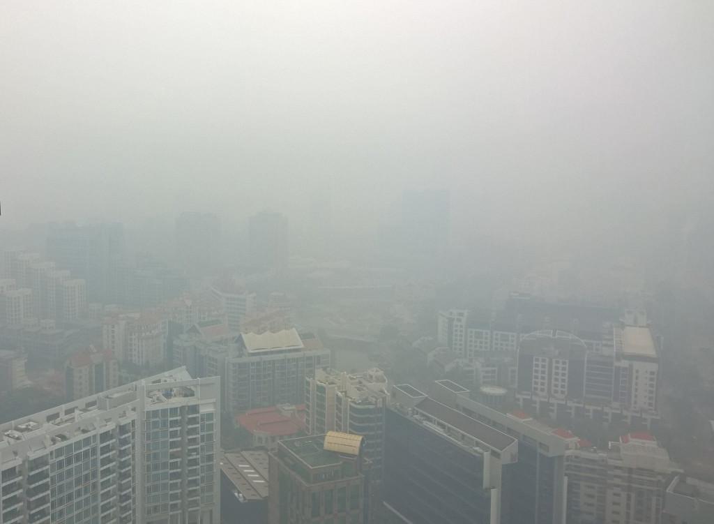 Indonesiasta peräisin oleva savu – haze – sumentaa koko Singaporen. Kuva: Paula Parviainen.
