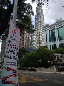 Kokouksesta kertovia kylttejä oli ympäri Kuala Lumpuria. Kuva: Martta Rissanen.