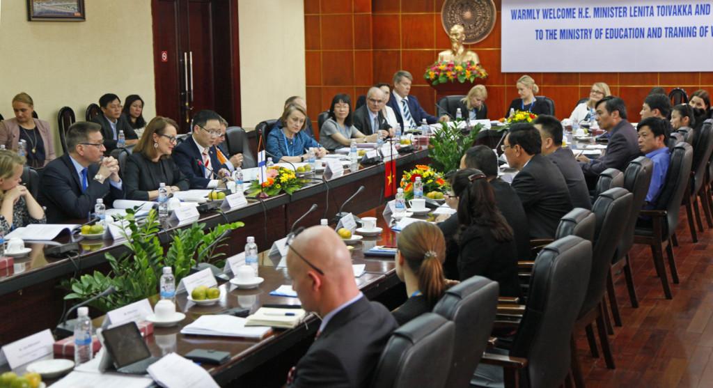 Ulkomaankauppa- ja kehitysministeri Lenita Toivakka vieraili Vietnamissa 7.-10. maaliskuuta 2016. Hän tapasi matkan aikana muun muassa opetusministerin Hanoissa Kuva: Hanna Öunap.