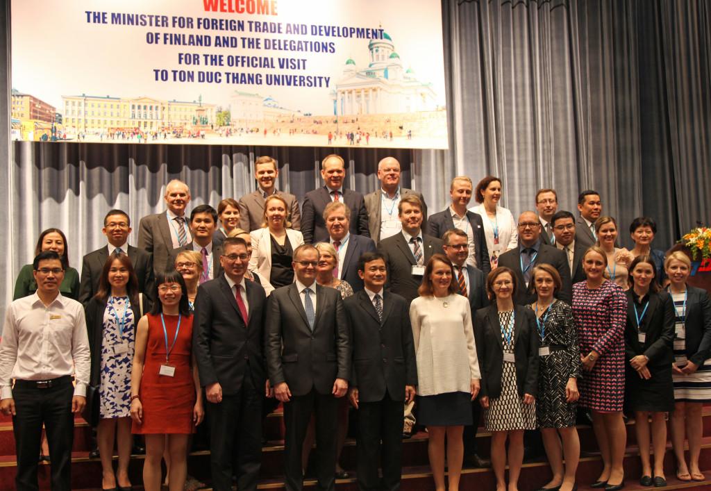 Koulutussektorilla on valtavasti mahdollisuuksia Vietnamissa. Koulutusalan edustajat vierailivat ministeri Toivakan kanssa Ton Duc Thangin yliopistolla Ho Chi Minh Cityssä. Kuva: Hanna Öunap.