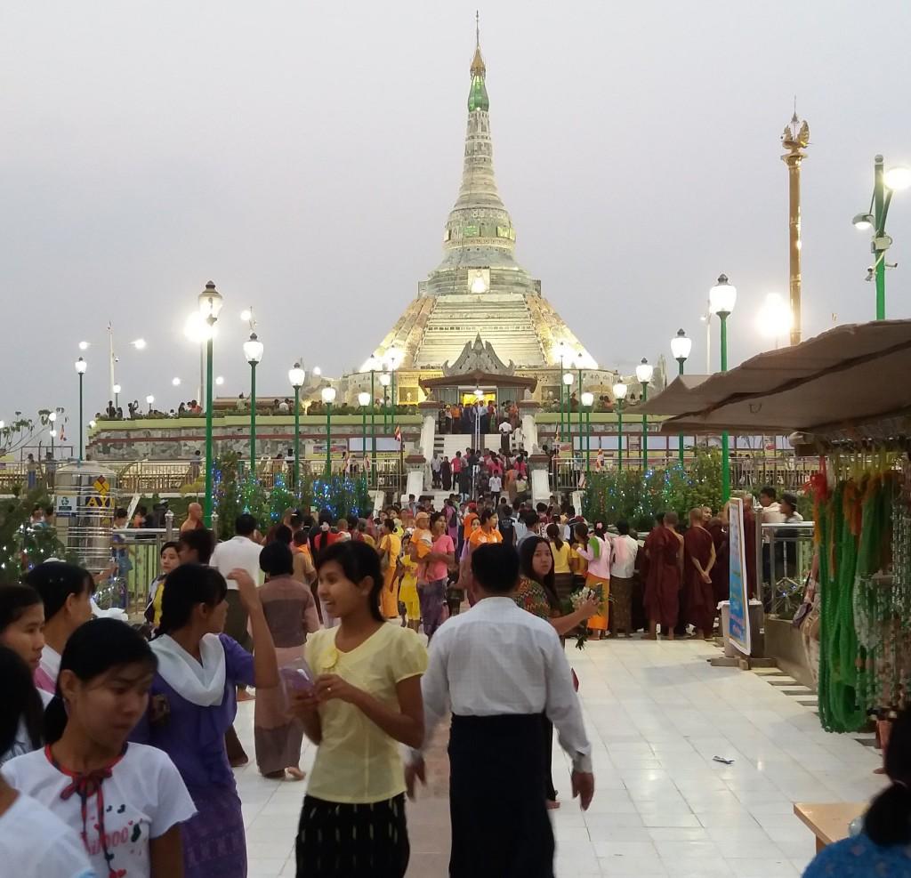 Maailman ainoa jadepagoda sijaitsee Amarapurassa, lähellä Mandalayta. Kuva: Petri Wanner/UM