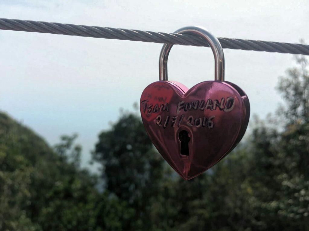 Tapaamisen hyvä fiilis on ikuistettu Mount Mat Chinchangin huipulle. Kuva: Gurvinder Paul