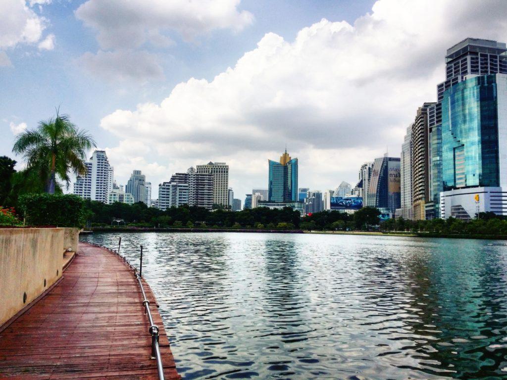 Bangkokissa on mukavia puistoja pyöräretkille keskellä vilkkainta keskustaakin. Kuva: Juha Romppanen