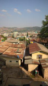 Shanin osavaltio on pinta-alaltaan suurin Myanmarin 14 hallintoalueesta. Sen väkiluku on noin 5,8 miljoonaa ja siellä asuu useita etnisiä ryhmiä. Tämä näkymä on Lashiosta, joka on yksi kolmesta suurimmista pohjoisen Shanin kaupungeista.