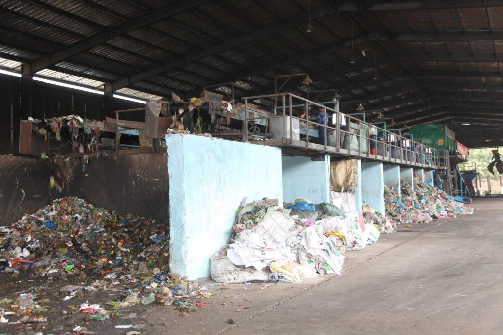 Suomen korkotuella rahoittama Binh Duongin jätteenkäsittelylaitos, joka sijaitsee Ho Chi Minh Cityn suurkaupungin ympäristössä. Hankkeessa toimitetaan suomalaista cleantech-osaamista South Binh Duongin kiinteän jätteen käsittelylaitokseen. Kuva: Hanna Öunap.