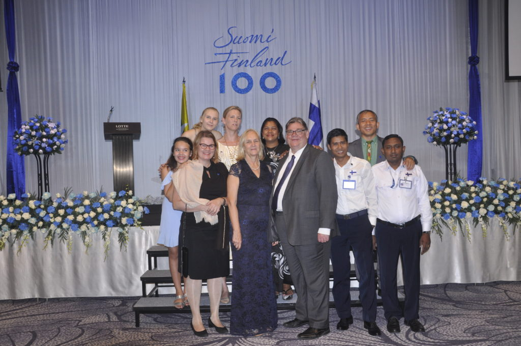 Suurlähetystön avajaiset yhdistettiin Suomi 100 -juhliin.