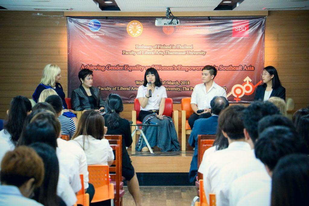 Thammasatin yliopiston opiskelijat kertoivat rohkeasti omakohtaisista tasa-arvoon liittyvistä kokemuksistaan paneelissa. Kuva: Thammasatin yliopisto.