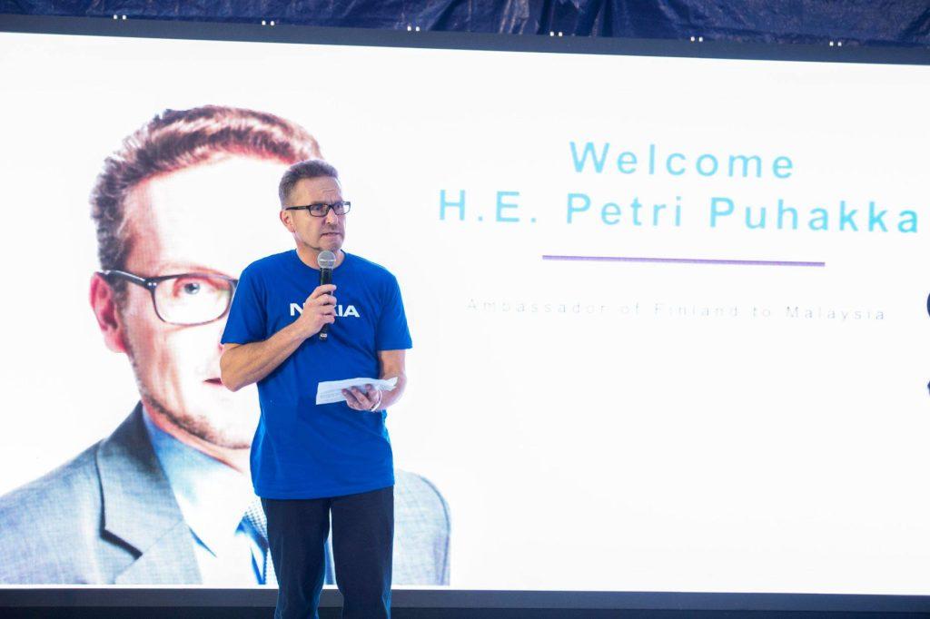 Suomen Malesian-suurlähettiläs Petri Puhakka uskoo Nokian mahdollisuuksiin Malesiassa. Kuva HMD Global.