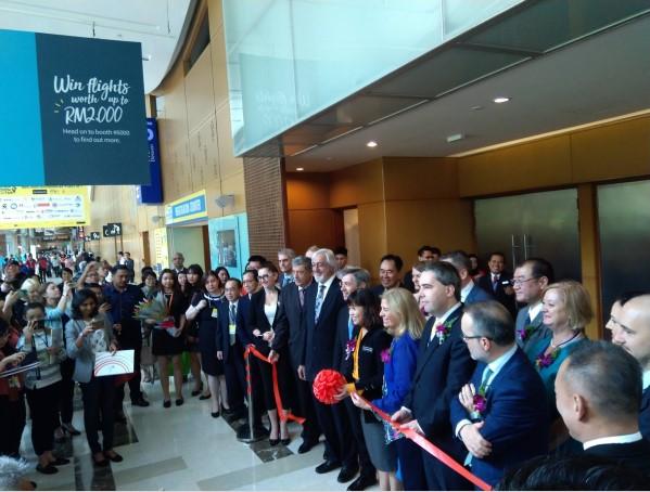 Malesian varaopetusministeri YB Teo Nie Ching avasi messut yhdessä Malesian EU-suurlähettilään Maria Castillo Fernandezin kanssa. Kuva: Kalle Myllylä.