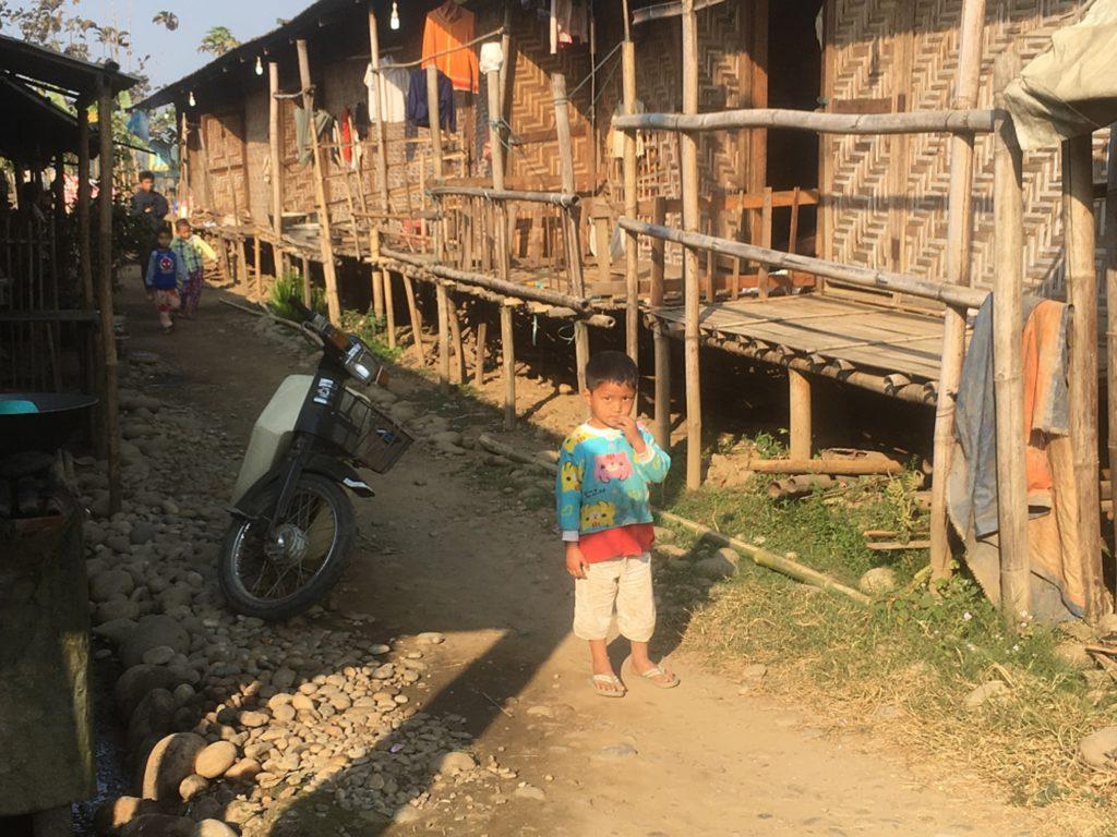 Kachinista, pakolaisleiriltä, jossa on maan sisäisiä pakolaisia. Kuva: Riikka Laatu/UM