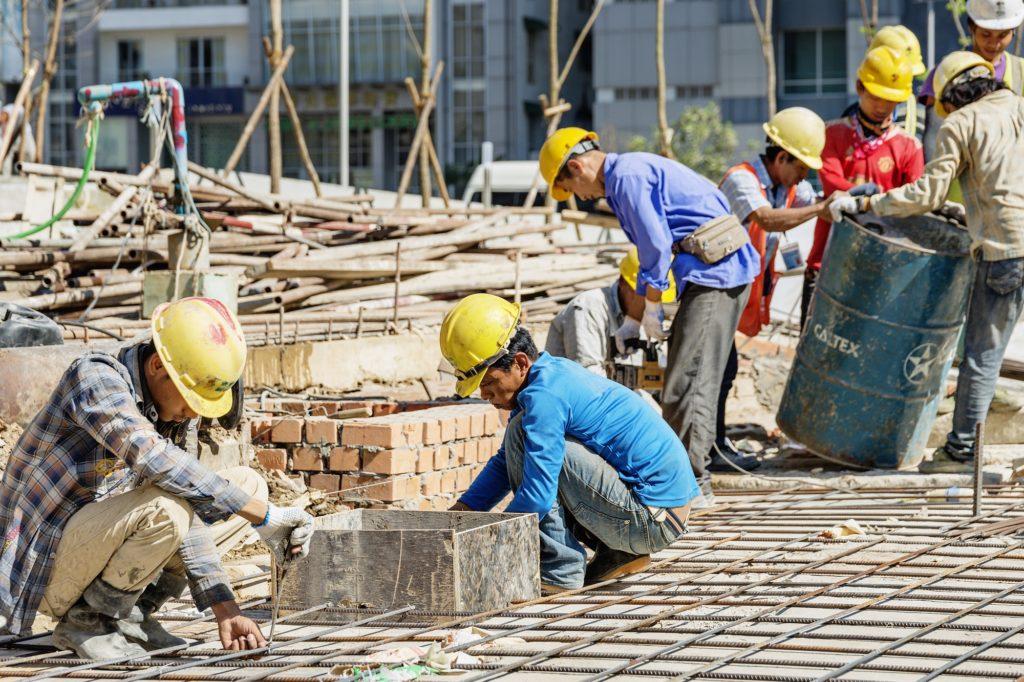 Talouskasvu pitää yllä vilkasta rakentamista Yangonissa. Kuva: Ville Palonen/UM