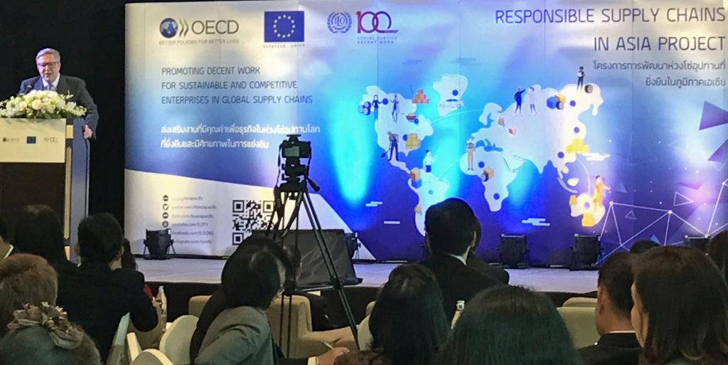 Kansainvälisen työjärjestön ILO:n, Taloudellisen yhteistyön ja kehityksen järjestön OECD:n sekä Euroopan unionin yhteinen Responsible Supply Chains in Asia -projektin sidosryhmätapahtuma pidettiin helmikuun lopussa. Projektin tavoitteena on edistää työtekijöiden oikeuksia sekä kestäviä toimia ympäristön kannalta. Thaimaan lisäksi projekti kattaa viisi muuta Aasian maata. Kuva: Leeni Toivanen.