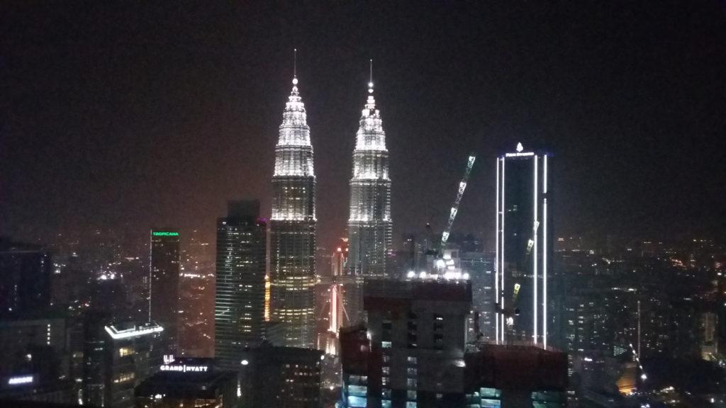 Nostokurjet kurottelevat myös Petronas-torneja kohti. Kuva: Ella-Maaria Salminen.