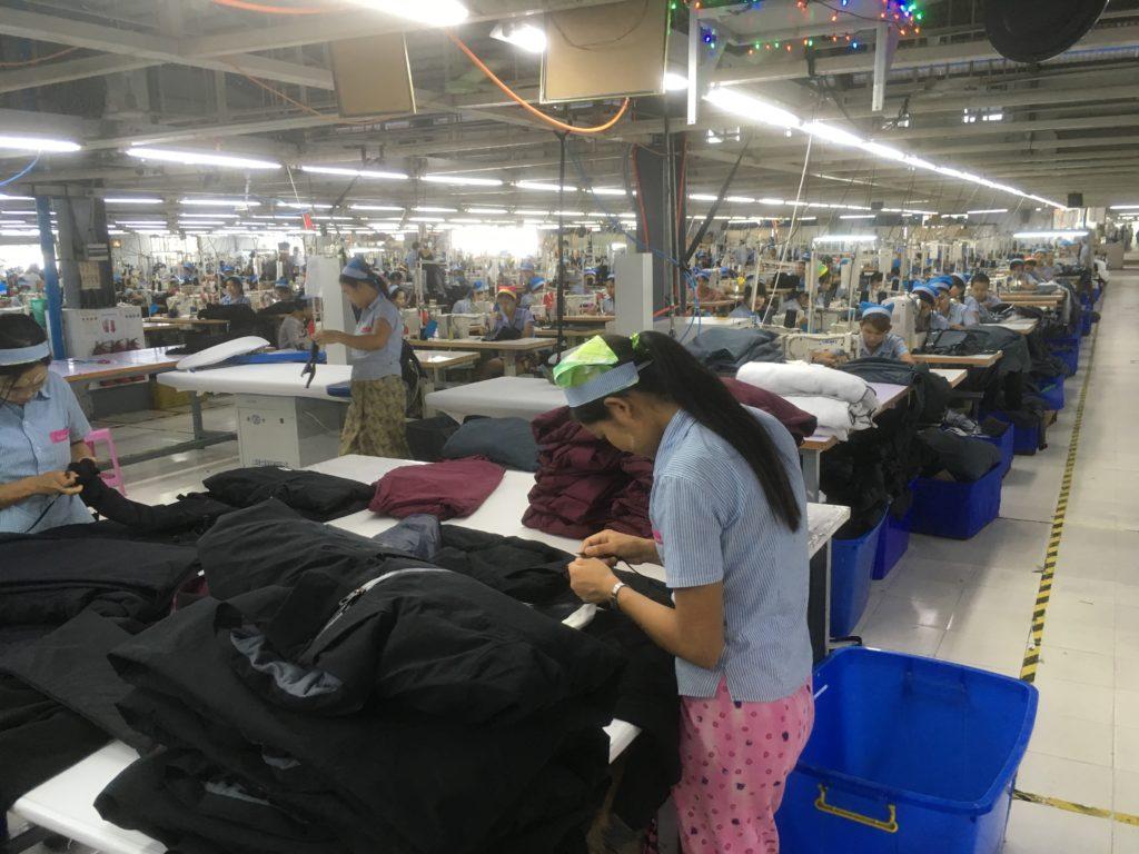 Myanmarissa tuotetaan paljon tektiilejä Euroopan markkinoille, koska työvoima on halpaa.