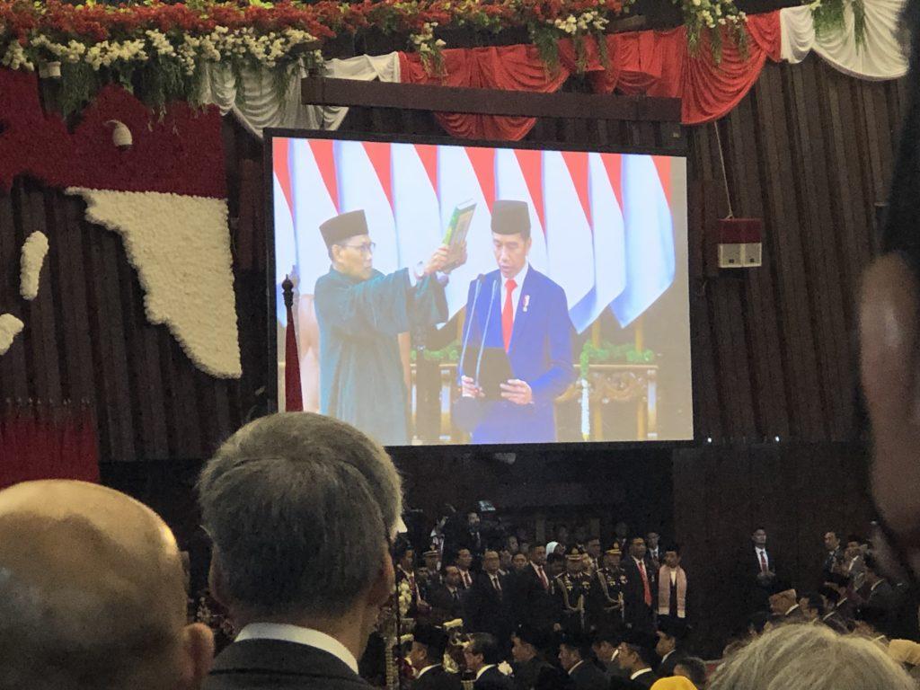 Presidentti Joko Widodon virkaanastujaisseremonia suoritettiin parlamentissa. Hän piti napakan puheen päätavoitteistaan. Kuva: Jari Sinkari.