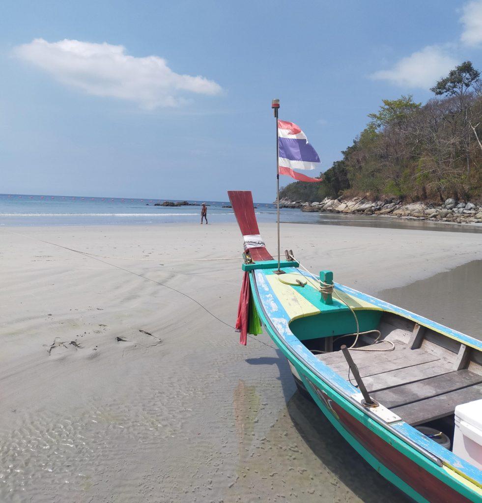 Thaimaan aurinkorannat odottelevat turistien paluuta. Kuva: Kimmo Pekari