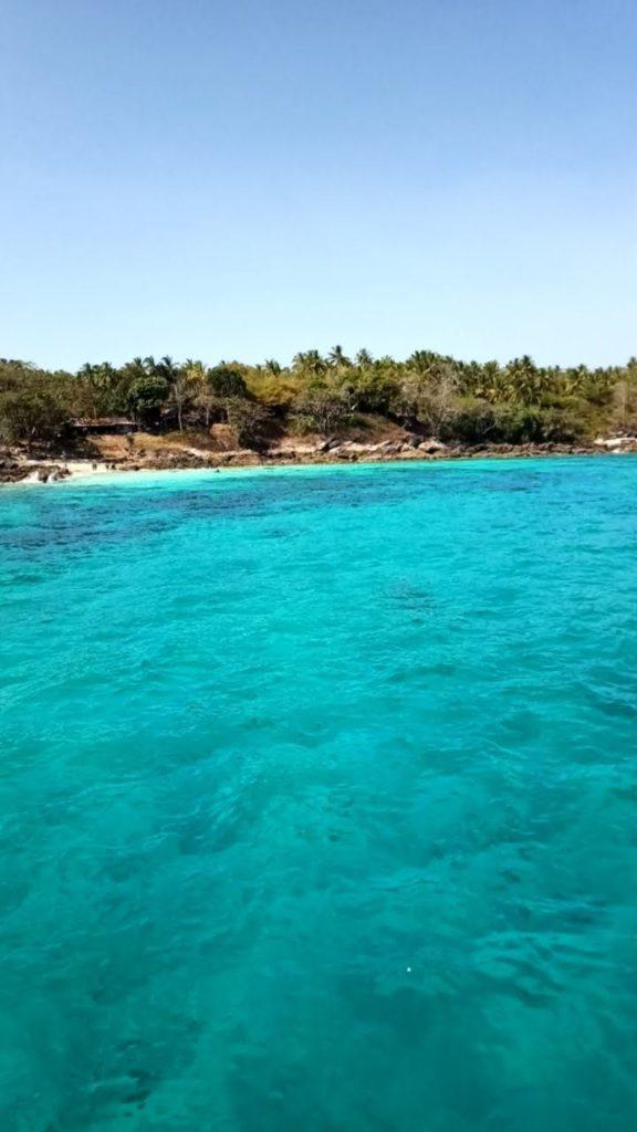 Raya Yain saari Phuketin eteläpuolella on tunnettu smaragdinsinisenä loistavista vesistään. Kuva: Kimmo Pekari