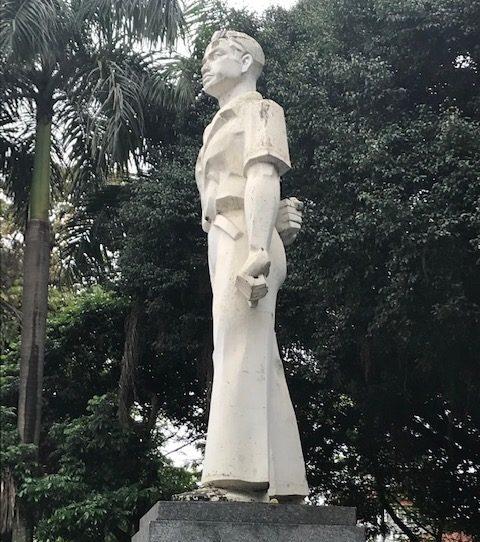 yleisliittolaisen talkootyön tulos ja suosittu nuorten tapaamispaikka. Ly Tu Trongin patsas muistuttaa alueen yleisnuorisoliittolaisesta taustasta. Kuva: Kari Kahiluoto