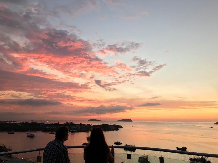 Kota Kinabalun rantakaupunki Borneon saarella on normaalioloissa varsinkin aasialaisten matkailijoiden suosima. Kuva: Eero Väisänen