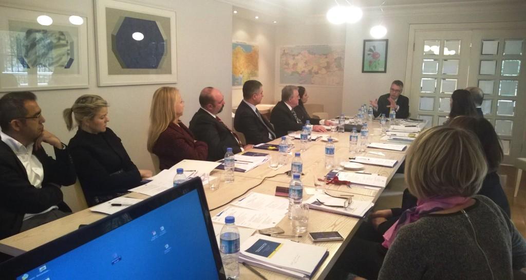 Kunniakonsulit neuvottelupäivillä Ankaran suurlähetystössä.