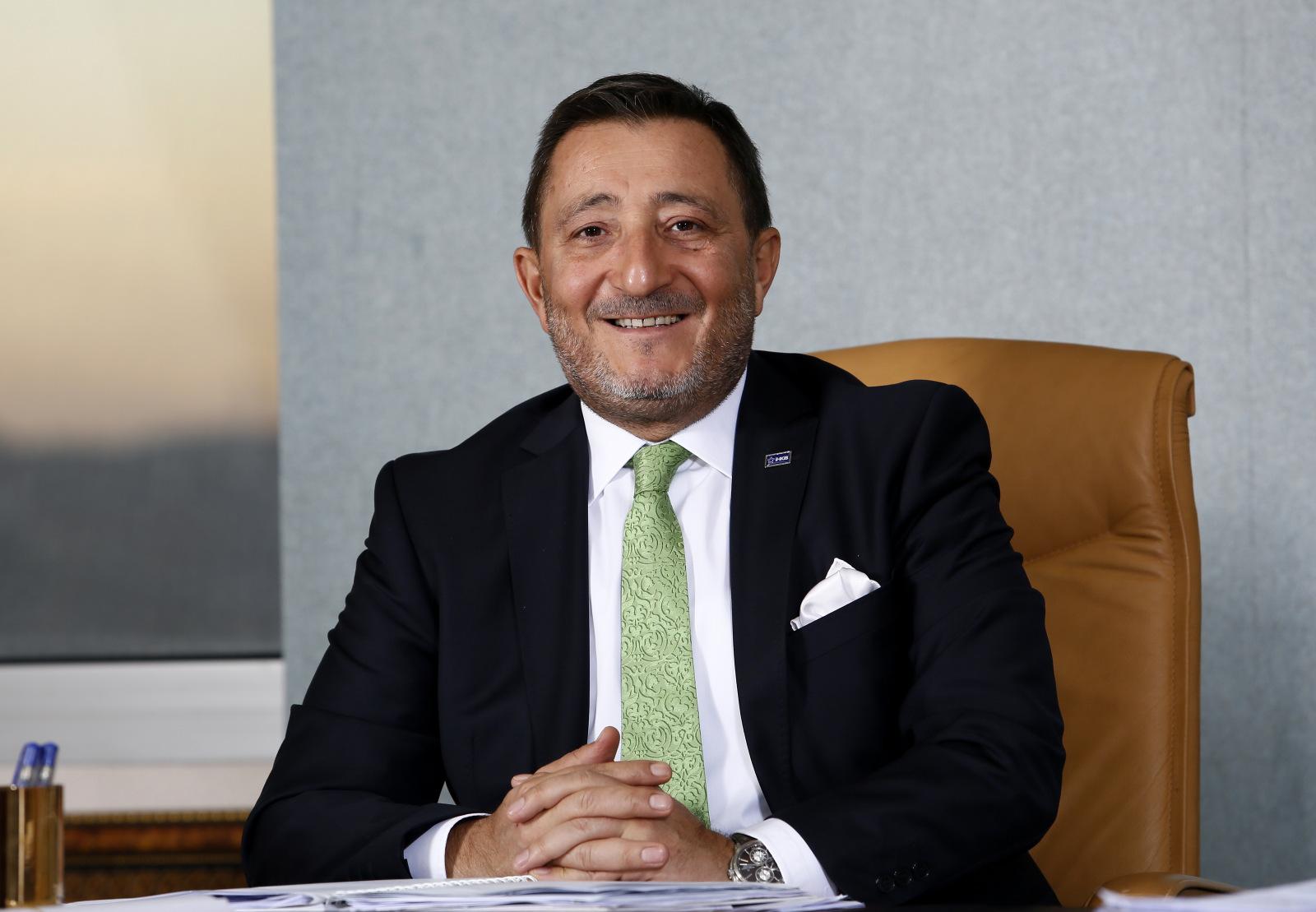 ITKIB:n puheenjohtaja Hikmet Tanrıverdi kertoo, että Turkin vaateteollisuuden suurimmat edut ovat joustava tuotanto, lyhyet toimitusajat, nopea reagointikyky sekä kyky luoda fast-fashion tuotteita