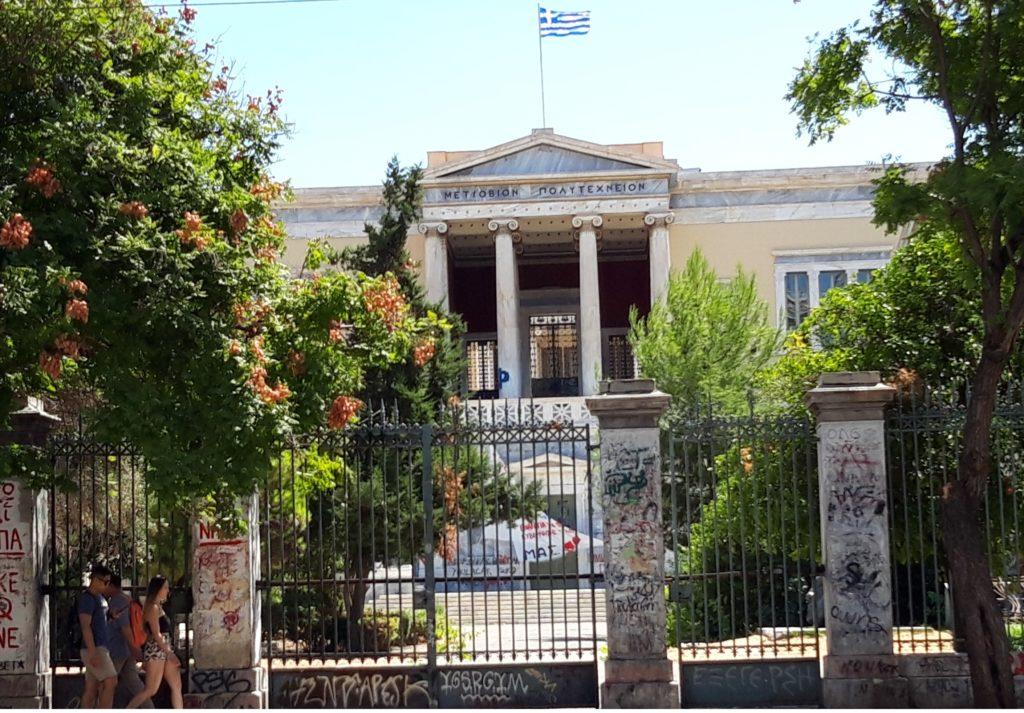 Ateenan teknillisen korkeakoulun symbolinen rakennus
