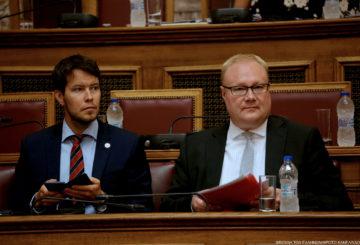 Edustuston kakkosmies Sampo Saarinen tukee suurlähettiläs Pyykköä puheenjohtajuus ponnistuksissa.