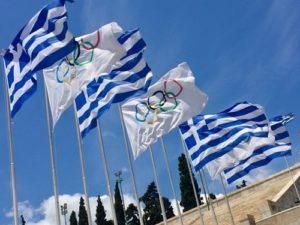 Liput liehuvat Panatheinako-stadionilla