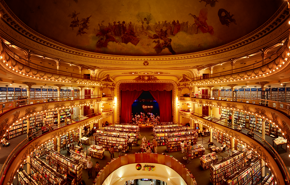 1900-luvun alussa rakennettua El Ateneo, on kuvailtu maailman kauneimmaksi kirjakaupaksi. Kuva:Flickr, Ryan Poole