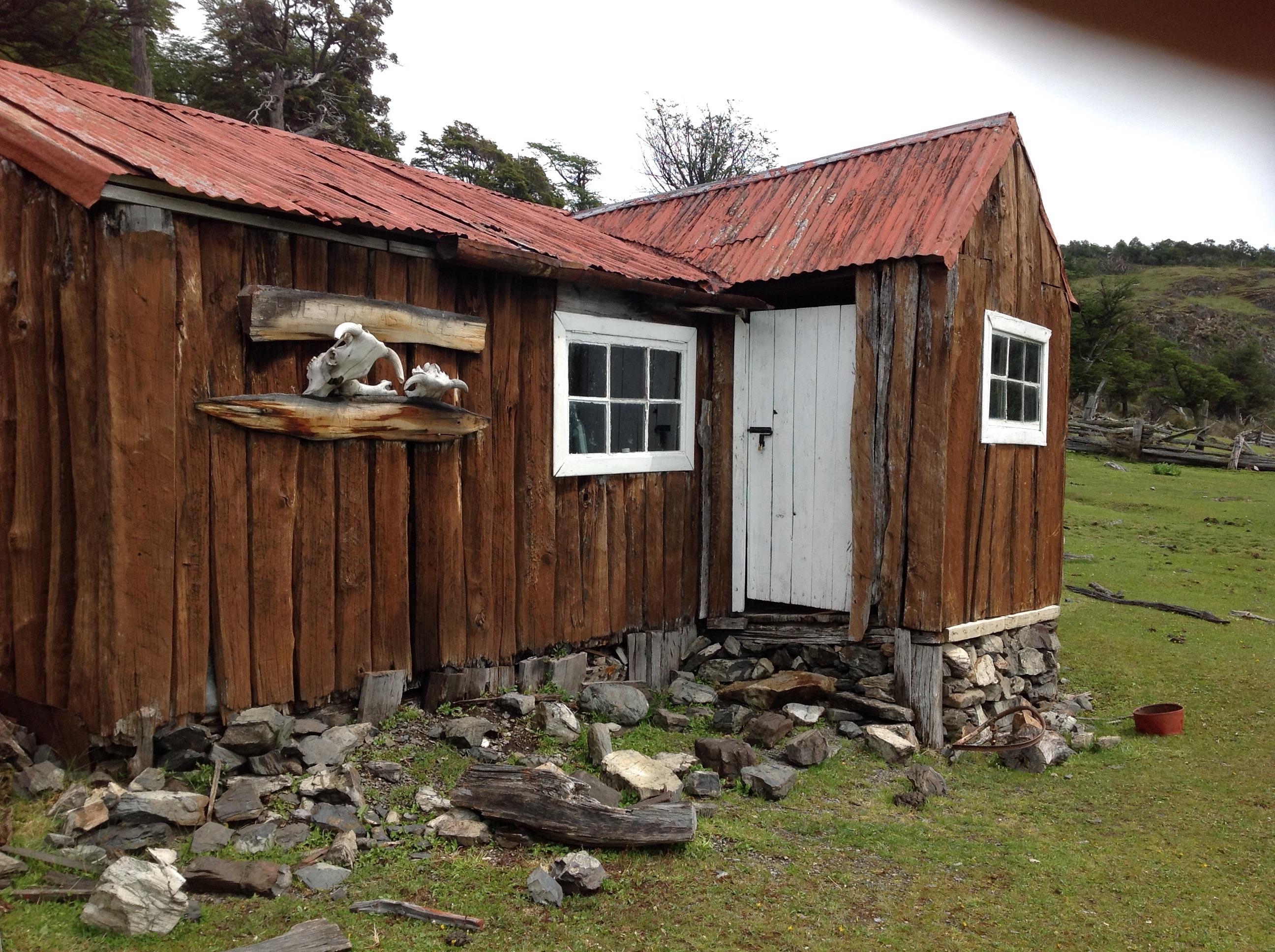 Tässä mökissä Argentino-järven rannalla suomalainen Harry Hildén asui vuosina 1990-1996.