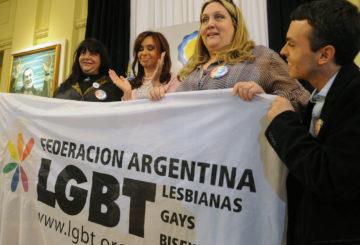 Argentiinan entinen presidentti ja varapredintiksi vuonna 2019 nouseva Cristina Fernández de Kirchner (keskellä) tunnetaan seksuaalivähemmistöjen ja tasa-arvon puolestapuhujana.