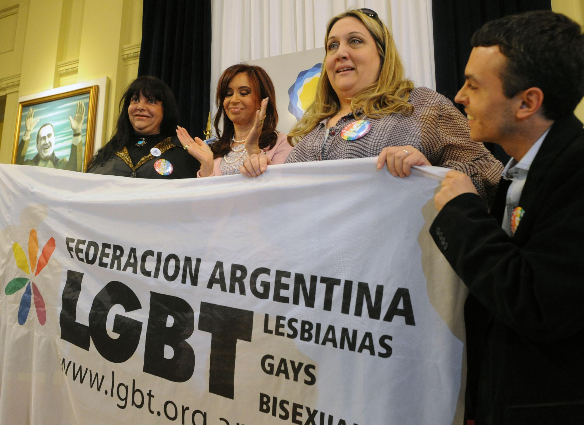Argentiinan entinen presidentti ja varapresidentiksi vuonna 2019 nouseva Cristina Fernández de Kirchner (keskellä) tunnetaan seksuaalivähemmistöjen ja tasa-arvon puolestapuhujana. Kuva Víctor Buggé