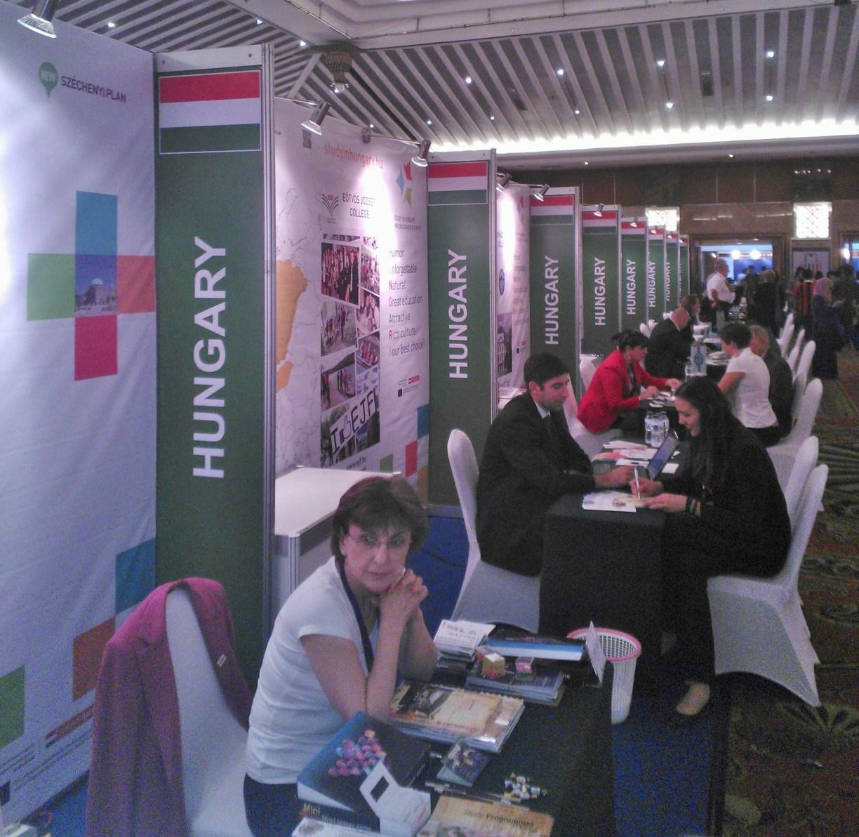 Unkari vyöryttää korkeakoulutarjontaa Jakartan EHEF-messuilla.