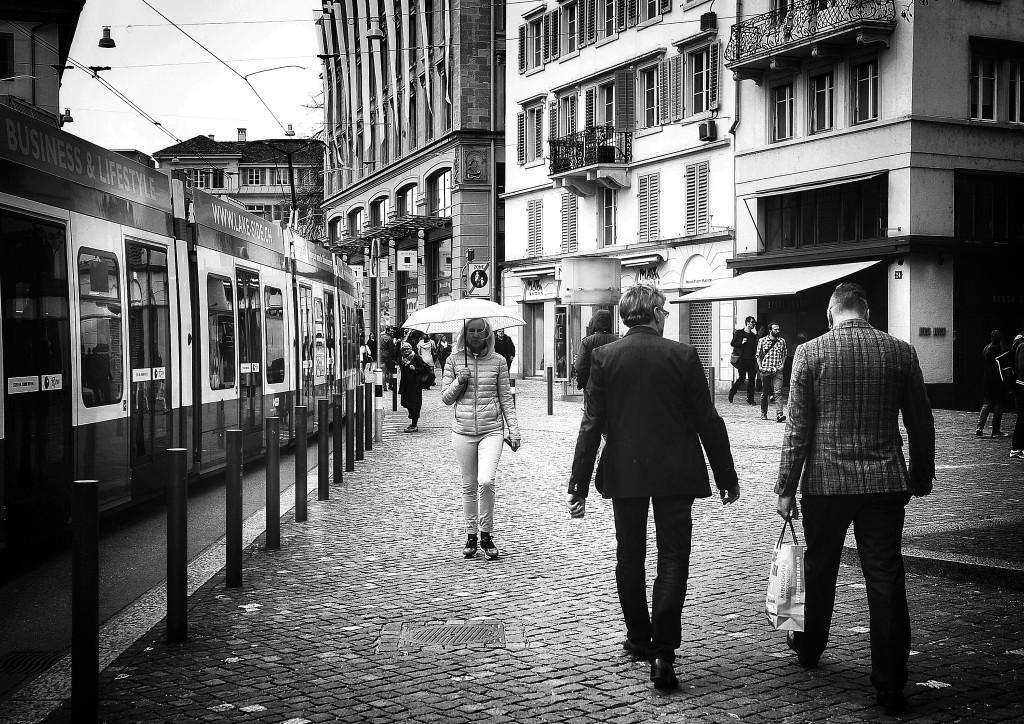 Katunäkymä Sveitsin Zurichistä. Kuva: Flickr / Thomas8047 CC BY 2.0 https://flic.kr/p/rQWsJ4