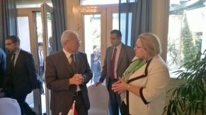 Egyptin viestintä- ja informaatioteknologiaministeri Atef Helmy sekä suurlähettiläs Tuula Yrjölä.