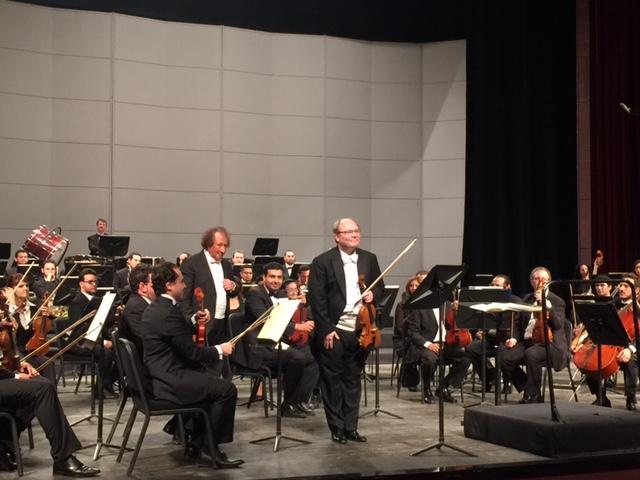 Viulisti Petri Aarnio ja Kairon sinfoniaorkesteri 5.12.2015. Kuva: Said Sadek