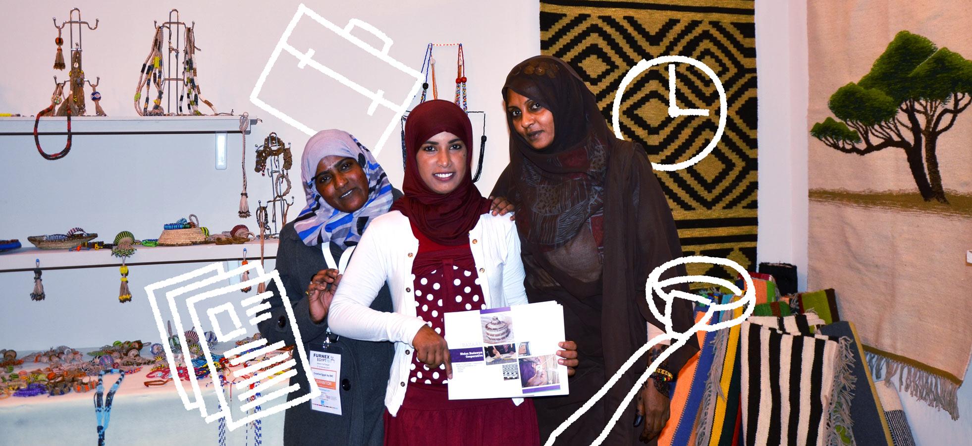 """""""Nyt tiedämme tuotteidemme hinnan ja tunnemme markkinat. Välittäjät eivät pysty enää huijaamaan meitä"""", egyptiläinen Afed Gad Hassan kuvaa naisten yrittäjyyskoulutuksen antia. Suomi on tukenut naisten pääsyä työmarkkinoille yhdessä Kansainvälisen työjärjestön ILO:n kanssa vuodesta 2012 lähtien. Kuva: Badra Alawa/ILO, grafiikka: Juho Hiilivirta"""