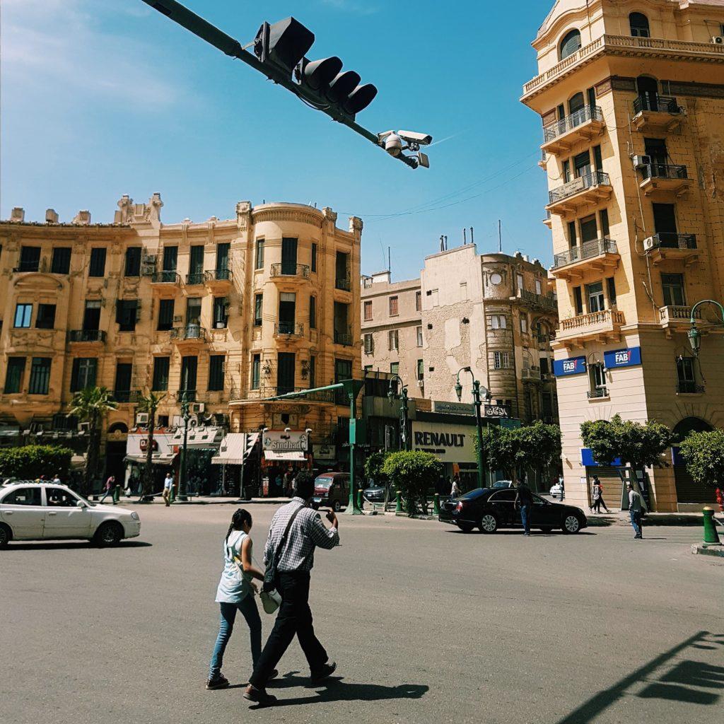 Harvinainen rauhallinen hetki Kairon Downtownissa perjantaiaamuna ennen rukouskutsua. Kuva: Heta Lampinen