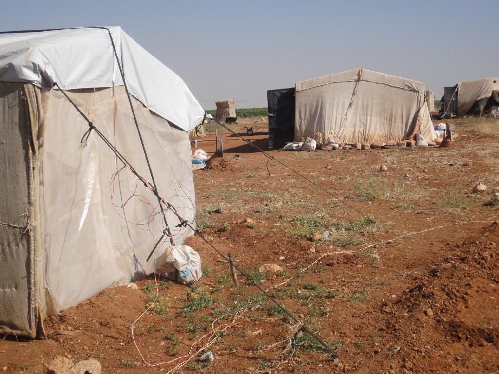 Elämää epävirallisessa telttakylässä. Kuva: Suvi Turunen