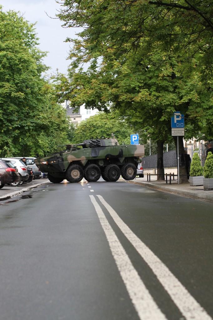 Suomalaisen Patrian panssaroitua AMV-ajoneuvoa on myyty Puolaan noin 900 kappaletta. Turvallisuuspolitiikkaa sekin.