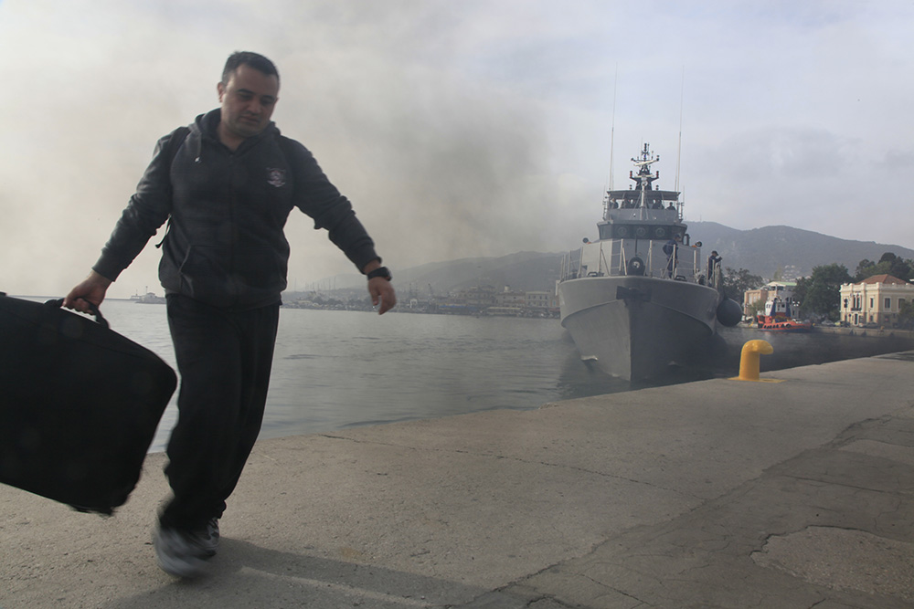 Turvapaikkakriisi on muuttanut Lesvoksen pääkaupungin Mytilenen keskustan satama-alueen ilmettä