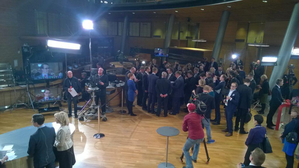 Eduskuntavaalien 2015 tulosiltaan osallistui sekä kotimaista että kansainvälistä mediaa. Kuva: Mari Lankinen