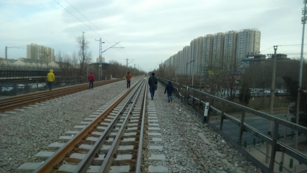 Pekingin viehätystä: Hyljätty rautatiesilta ja ikuisuuteen jatkuvat tornitalot. Kuva: Shiyu Miao.