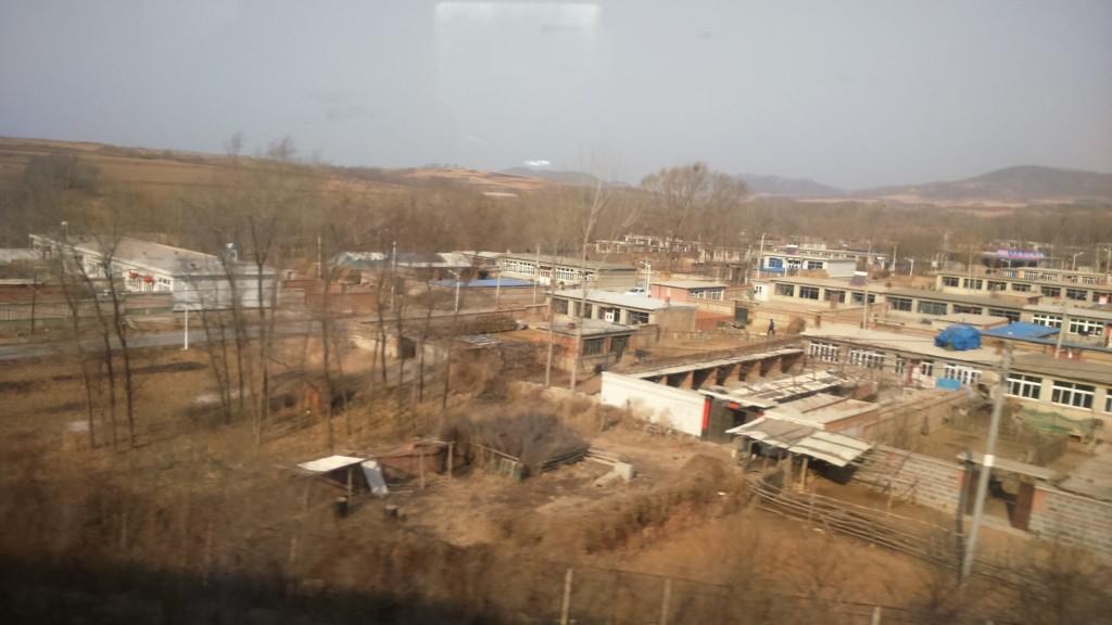 Post-apokalyptista maisemaa Pekingistä Shenyangiin kulkevan junaradan varrelta. Kuva: Shiyu Miao.
