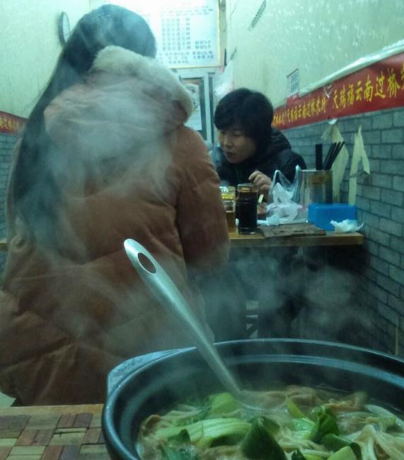 Paikallisessa lähiravintolassa tilaratkaisu on haasteellinen. Kuva: Shiyu Miao.