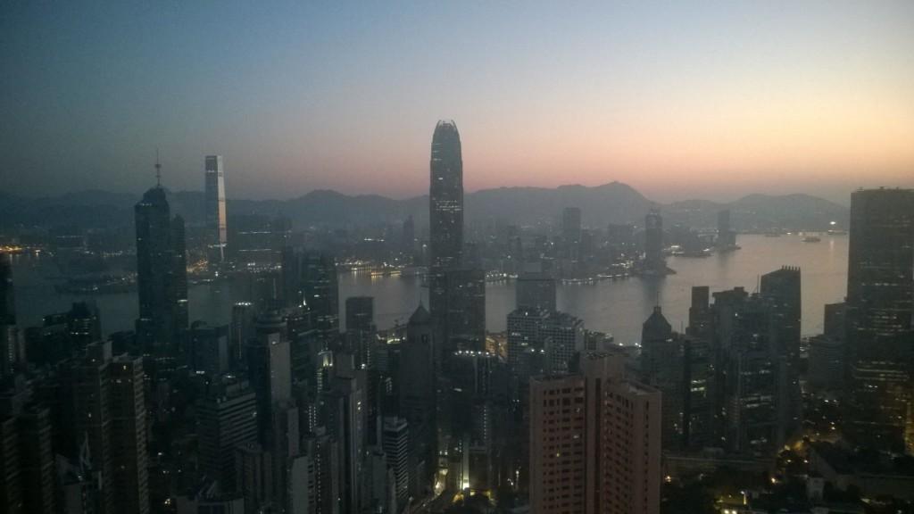 Asiantuntijat uskovat finanssiteknologian mullistavan rahoitusalan luomalla uusia palveluita halvemmalla. Hongkong haluaa olla mukana sen aamunkoitossa. Kuva: Jari Sinkari.