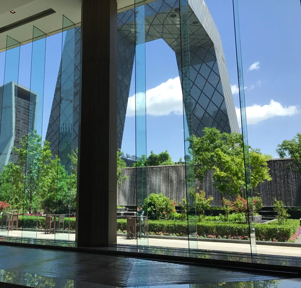 Näkymä toimistorakennuksen pohjakerroksesta. Hyvänä päivänä se voi olla hyvinkin hieno. Kuva: Zhao Wenting