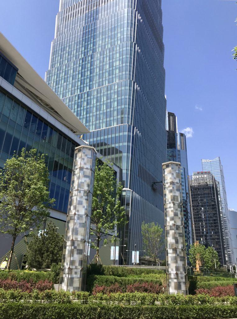 Naapuroiva rakennus valmistui muutamassa kuukaudessa aivan hiljattain. Kuva: Zhao Wenting